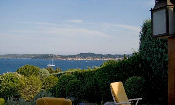 Vue de St Tropez du jardin du Mas 47