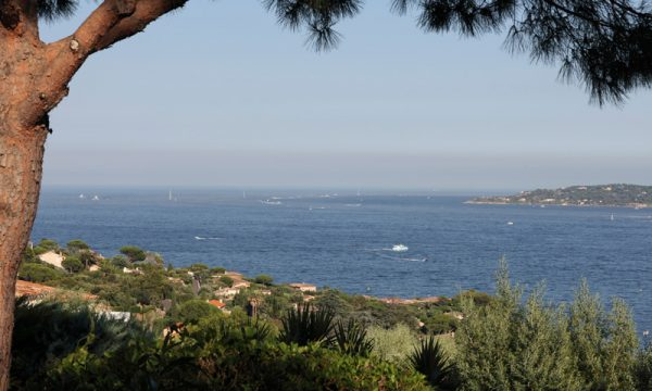 Le village de St Tropez vue du Club House