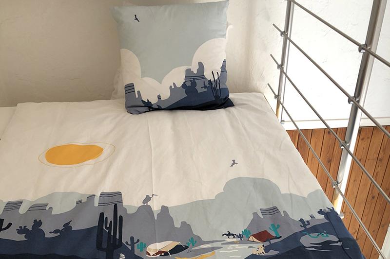 Un lit en haut du mezzanine